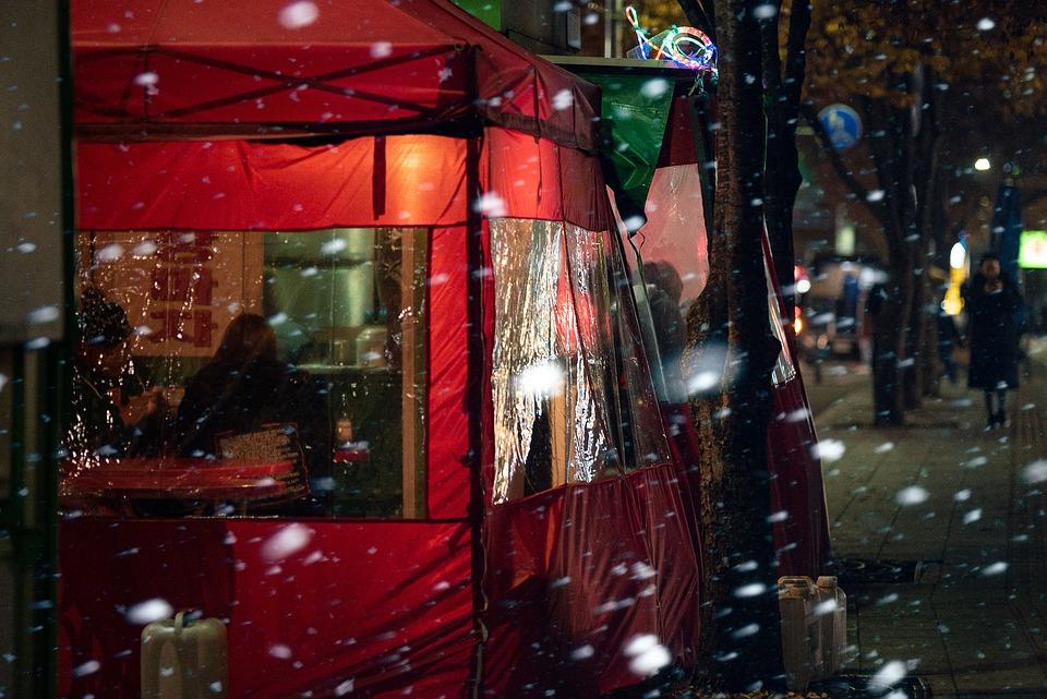 Banchetto coreano di cibo di strada