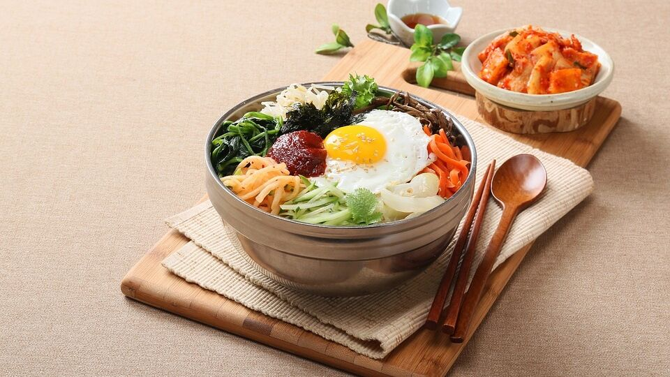 bibimbap di riso e verdure