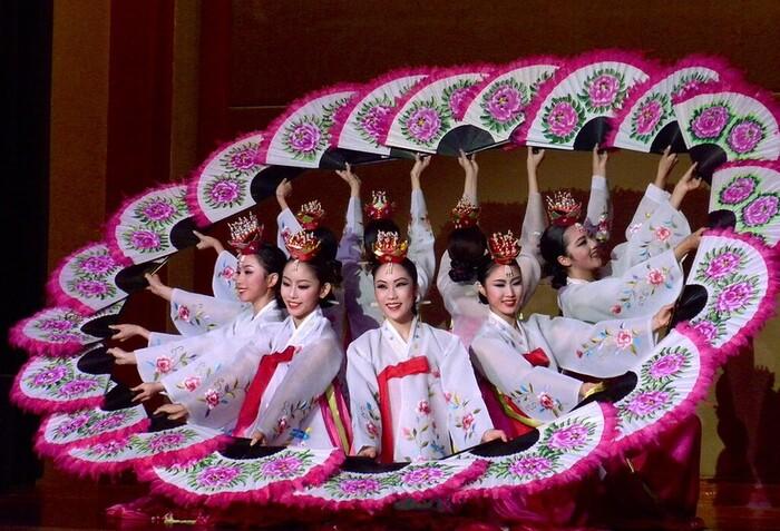Danzatrici coreane in hanbok