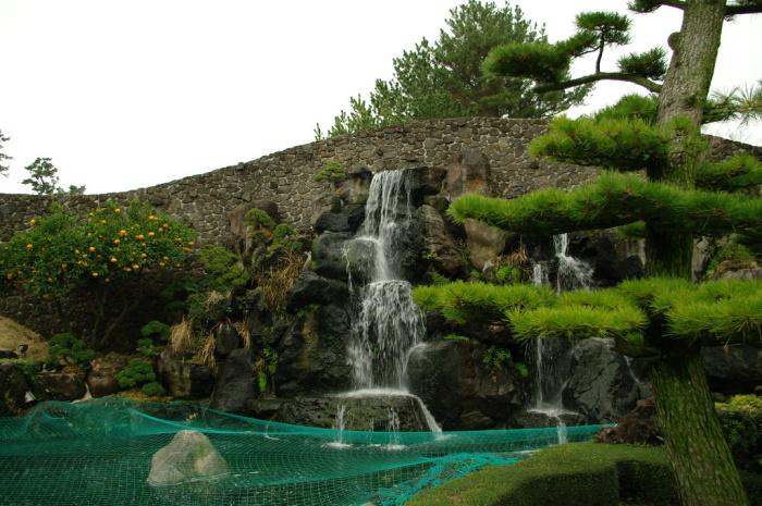 Una delle cascate dello Spirited Garden